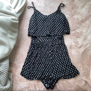 ✰ patterned ruffle top romper ✰